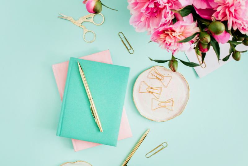 Get Your Wedding Planning Organized For Real With These Awesome Planner Books
